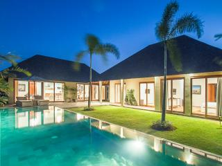 Villa Moyo: contemporary living near Seminyak