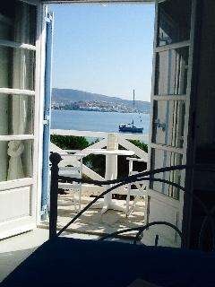 Enjoy direct sea views from your bed!