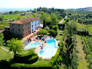 Borgo La Casaccia - A Medieval house in the Tuscan Countryside, pool for infants