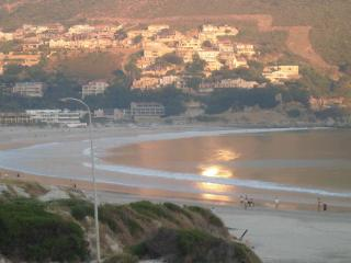 Ryan's Place. Self contained 2 bedroomed on sea, Hout Bay