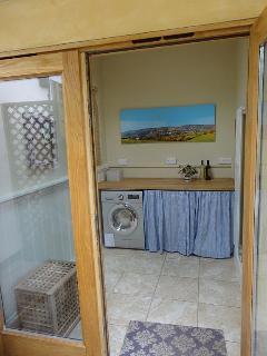Slad cottage rental - porch/utility room