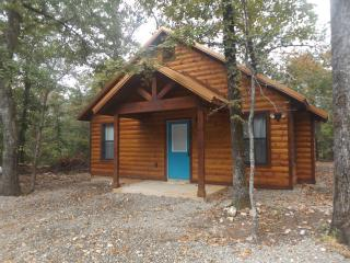New Luxury Honeymoon Cabin Another Day in Paradise, Broken Bow