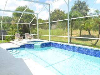 Luxurious 4BR/2BA Golf View Villa, Sunny Pool &Spa, Kissimmee