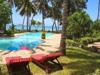 Stunning place on the beach Cheapest!!! A location, Diani Beach