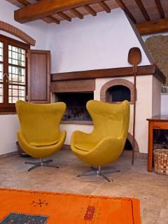 Il soggiorno e la zona pranzo_The living room and the dining room