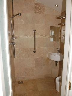 Tenby house rental - Downstairs wetroom