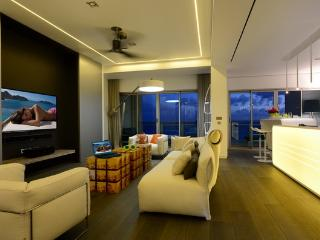 The Cliff: Beachfront Luxury Interior Design Condo, Cupecoy Bay