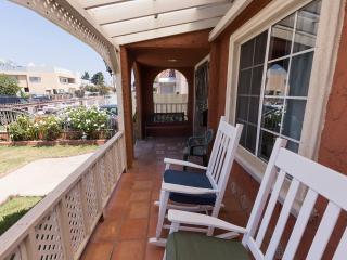 1br+den/office with 1bath, private LA home