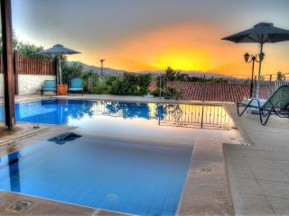 Eros villa, countryside view,two swimming pools, Asteri