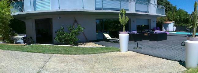 la façade au soleil - la terrasse -