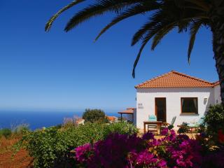 Casa Lucia, west side, stunning sea views, WiFi, Puntagorda