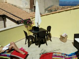 """CASA """"MADRICE"""" ~un oasi di relax in pieno centro storico~ free wifi, Castellammare del Golfo"""