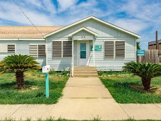 PET FRIENDLY, Sleeps 12, 4 Bedroom/2 Bath,, Port Aransas