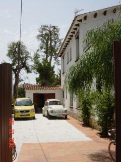 Side garden for car parking