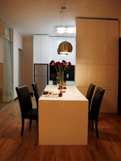 Dining table & kitchen area