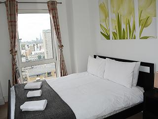 02 Bed Penthouse Apartment - CANARY WHARF, London