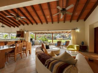 LUXURIOUS AND AFFORDABLE ACROSS FROM GRAND MAYAN, Los Cabos