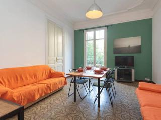 SUPERB FLAT OF 3 ROOMS in the center of the GAUDI´, Barcellona