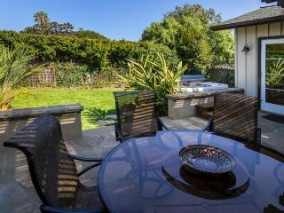Walk to the Beach, close to downtown with private hot tub & fresh renovations - Beach Breakaway, Santa Barbara
