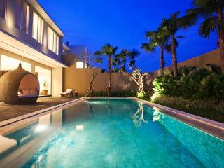 5 BR villa with private pool At Semiyak