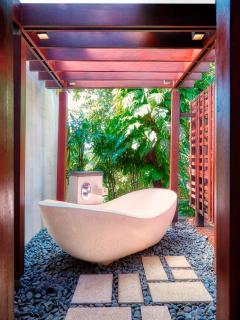 Riverside Master Out Door Bath at Villa Tukad Pangi