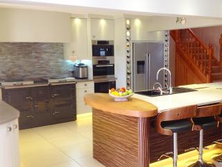 Breakfast bar in the spacious kitchen
