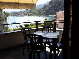 appartamento fronte lago con piscina, Feriolo