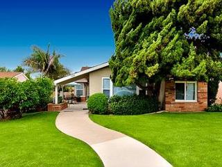 Delightful Family Beach Cottage W/Large Yard - Quick Walk to the Sand, San Clemente