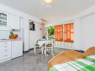 Apartment, 50m from a beach with big patio - No. 8, Okrug Gornji
