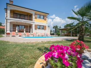 Sunny Holidayshouse'Nevena with swimmingpool POREČ