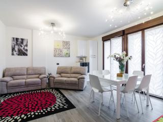 New Appartamento 4 stanze e 4 bagni, Milan