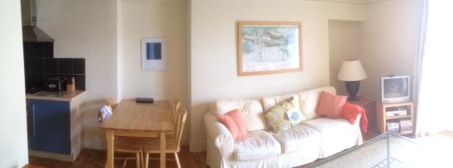 other part sitting room + kitchen