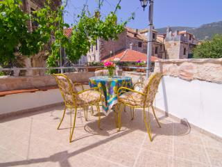 Large terrace. Historic downtown. Center., Comisa