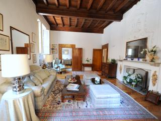 Amarillis, Piazza Santa Croce -  Santa Croce ~ Jacuzzi & Smart Phone