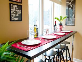 Sunny Corner Suite in an Unbeatable Location!, Toronto