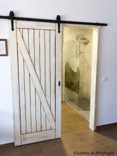 Detalle puerta de baño