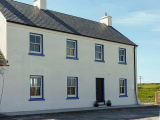 OLD PIER HOUSE, semi-detached, woodburner, en-suite, shop, pub and pier 1 min walk, in Carrigaholt, Ref 23227