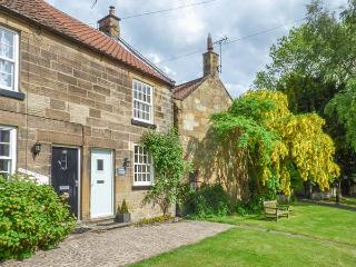 PEELERS COTTAGE, pet-friendly, romantic cottage, character, woodburner, close good pubs and walks, in Osmotherley, Ref 25233