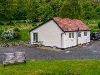 GWERN TYNO, family friendly, country holiday cottage, with a garden in Colwyn Ba
