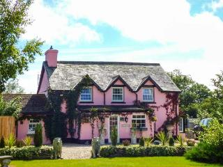PARK HOUSE, en-suite facilities, open fire, WiFi, pet-friendly, in Crossgates, Ref 926682