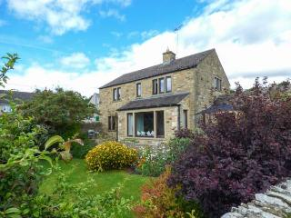 HARGILL GARTH, stone-built, detached, woodburner, parking, enclosed garden, in Redmire, Ref 927092