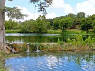3 Bedroom Condo on Cypress Creek, Pets Welcome!, Wimberley