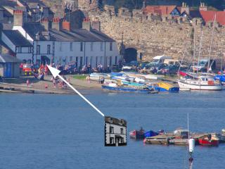 Historic Royal Oak Cottage - Sea Views & Best Location On Quay In Conwy Town