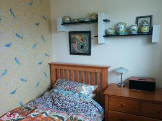 Quiet single room, Woodmancote Village, Bishop's Cleeve