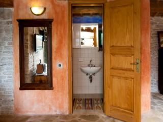 Cosy House Parun perfect for romantic getaway