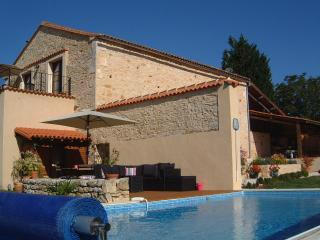 Holiday Barn private heated pool Wifi in Charente