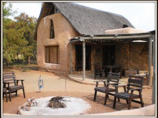Adama Hoopoo & Kingfisher self-catering chalets
