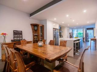 Huge Luxury 3br House w/parking near CBD, Sidney