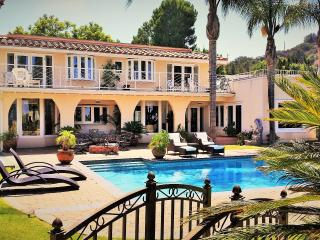 BellaVista Acre Estate,Pool, Spa,Patios, Sportcourt, Mountain top & CityViews