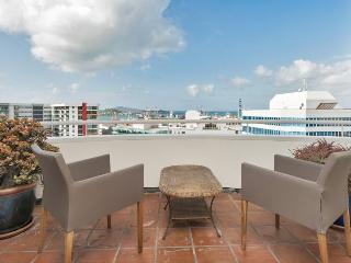 Two Bedroom Central Auckland Apartment with Sea Views, Carpark